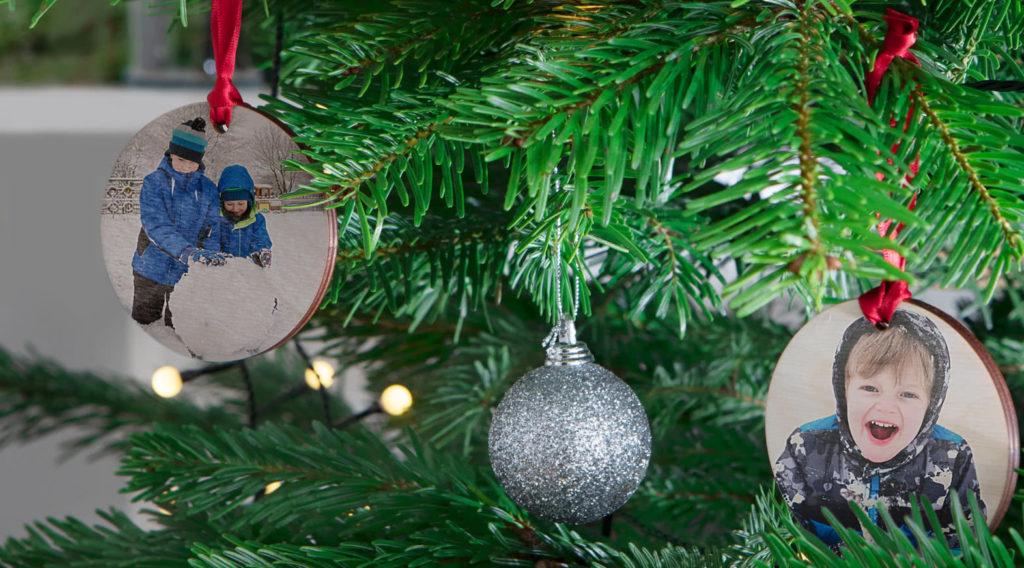 Décoration de Noël en bois à accrocher dans le sapin
