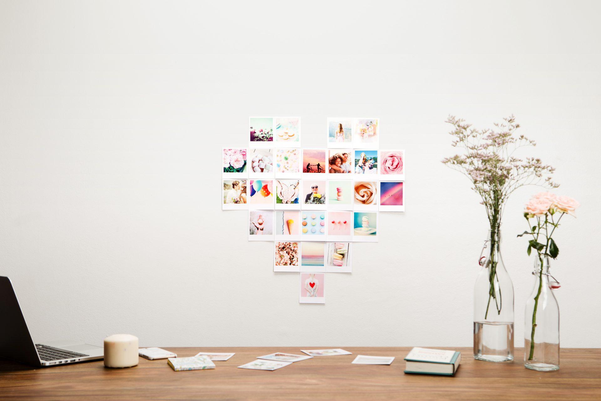 Mur de photos façon rétro à la forme d'un coeur