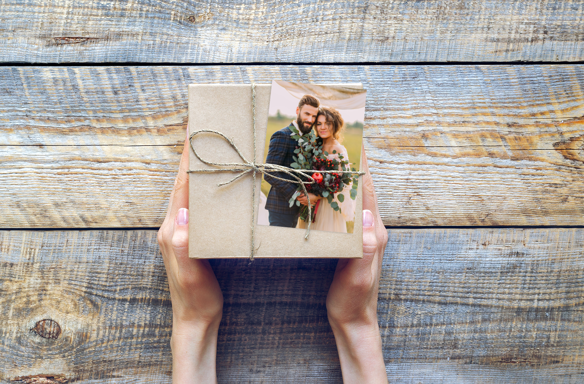 Un DIY pour apprendre à créer un papier cadeau photo personnalisé